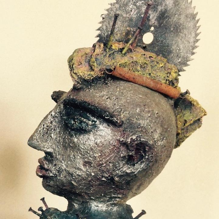 PLEASED 2 MEET U - MdMx von Pam Jonas: Kopf/Büste, 45 cm, Ton, Eisen (Detail)
