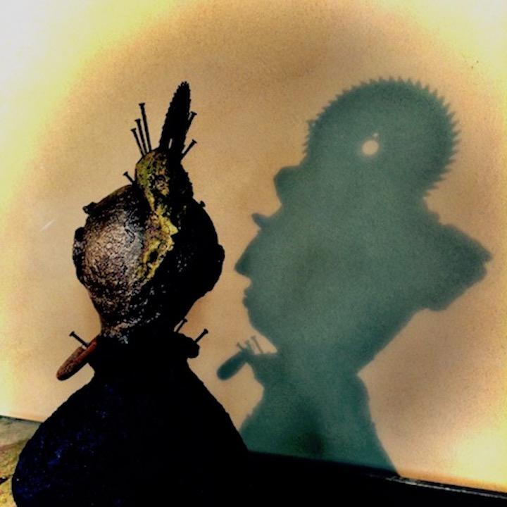 PLEASED 2 MEET U - MdMx von Pam Jonas: Kopf/Büste, 45 cm, Ton, Eisen (Schattenwurf)