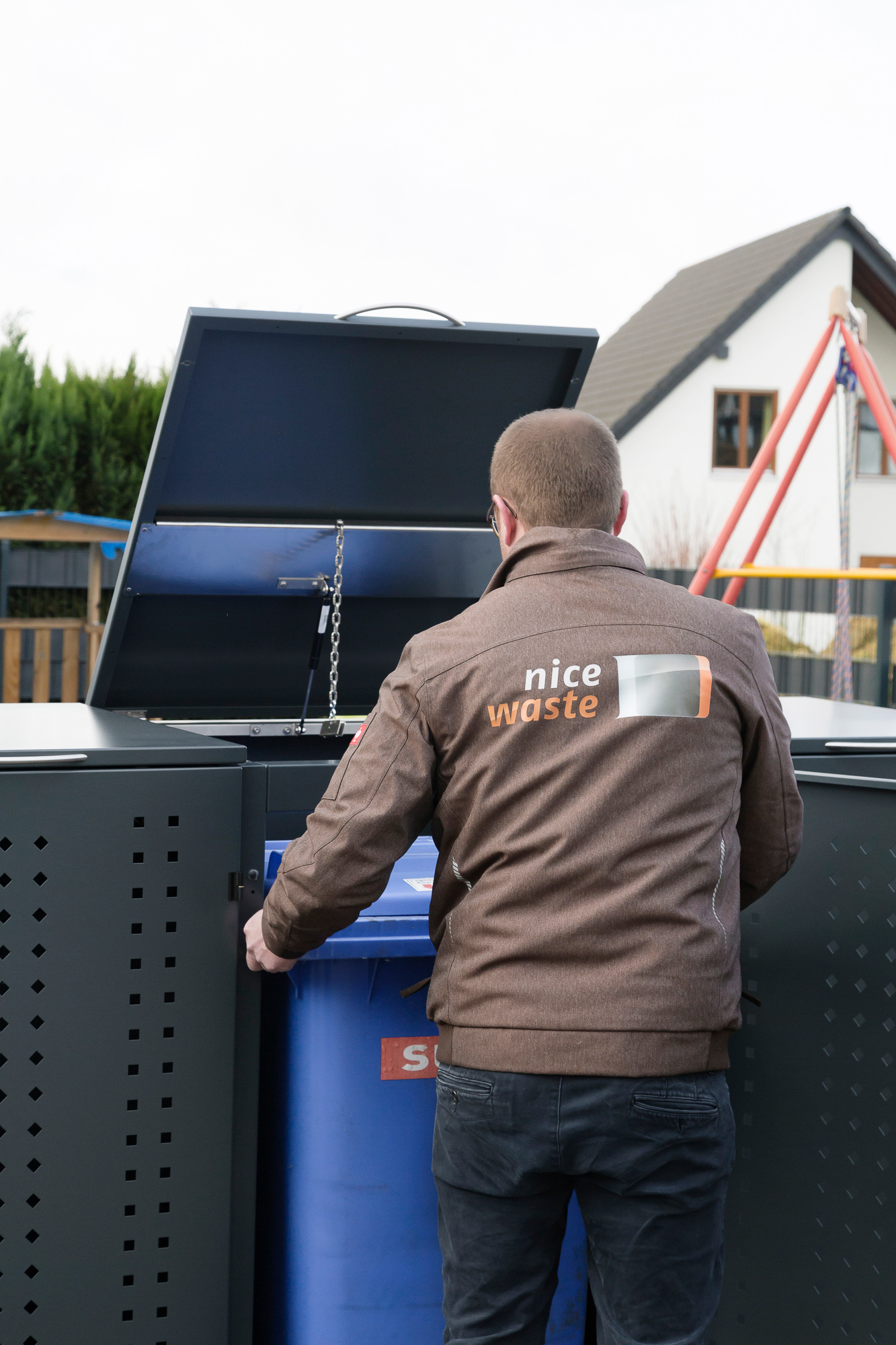Mülltonnenbox NIWA gepulvert RAL 7016