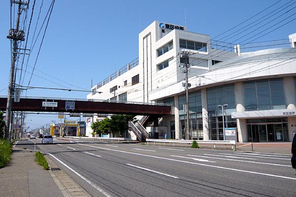 当事務所が入居する新潟市東区役所の外観