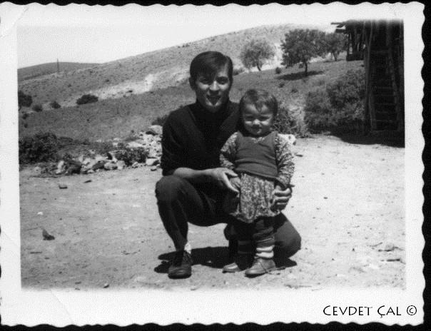 Niyazi Çal ve Cevdet Çal - Ne çukulata ne gofret , kuru üzüm ve kırık leblebiyle geçen çocukluk yıllarımızdan. Cevdet Çal