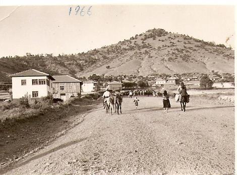 Çatmdan Güneyin Görünüşü - Asfalt yolun olmadığı zamanlardan. Tarih: 1966