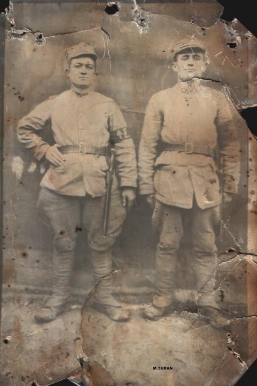 yil 1939 soldaki Mehmetciklerden.. sagdaki Dede Mehmet Avsar..