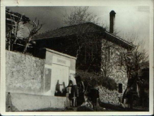 Tepemahallesindeki cesme - Tepe mescidinin yanında,mısdıvaçavuşların duran aygün ün bahçe duvarı dibinde idi. Şimdi bunun yerinde çöp bidonları var.