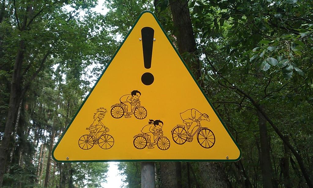 VORSICHT! Radfahrer