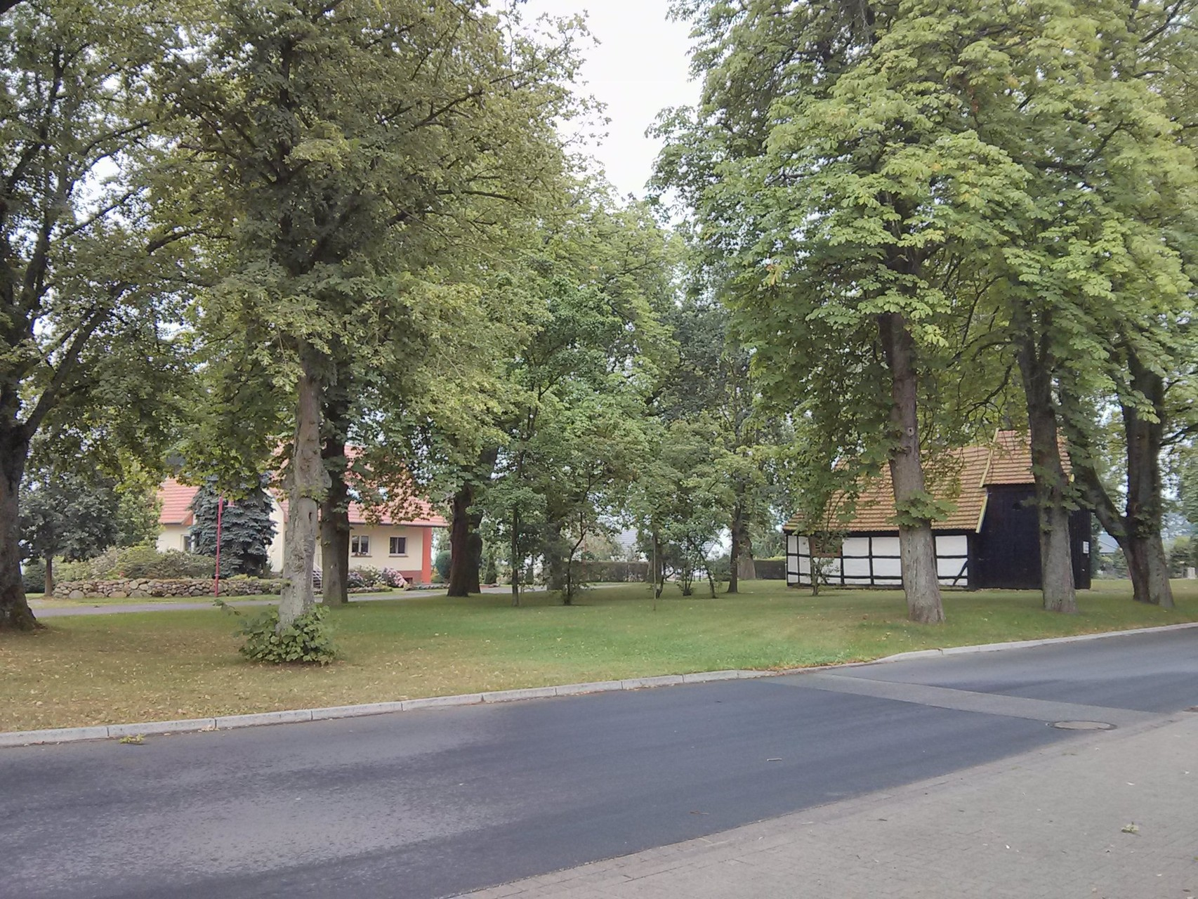Dorfplatz Plate