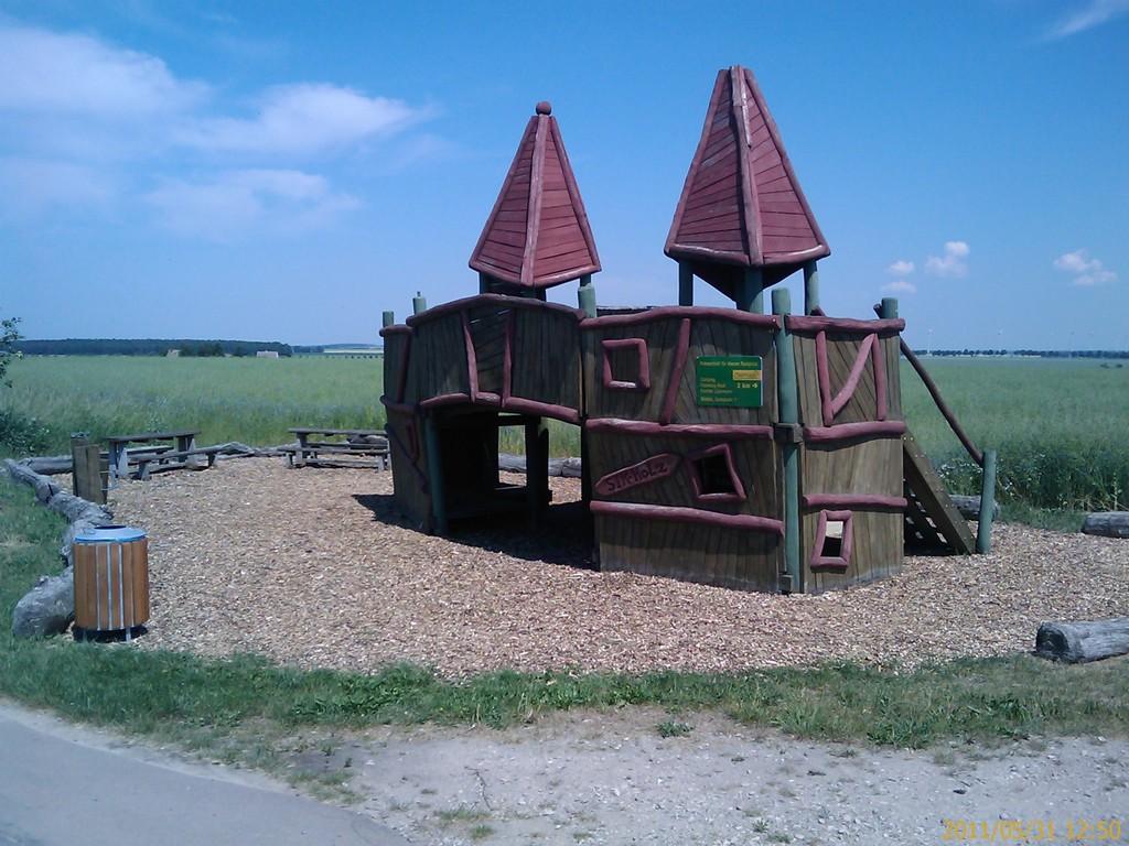 kein Kinderspielplatz, hier können Radfahrer rasten - und spielen ;-)