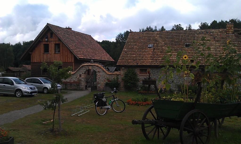 Eingang zur Krabat-Mühle und 1. Fahrradpanne