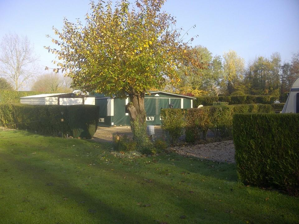 Un emplacement de caravane Frise camping pêche Somme