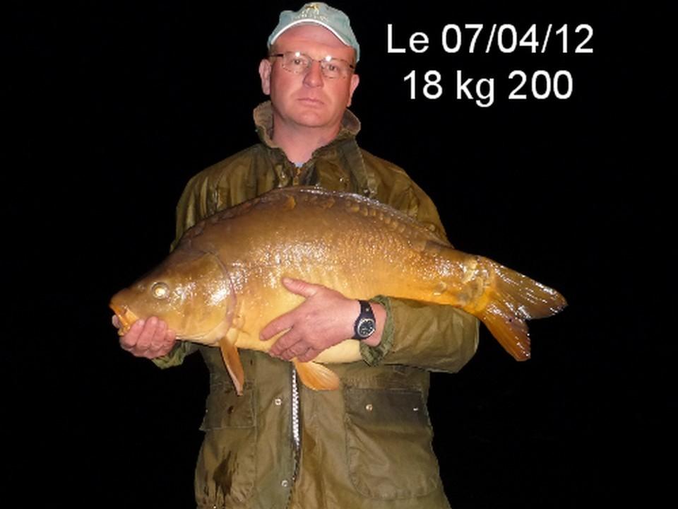 Un carpiste à la Grenouillère Frise camping pêche Somme