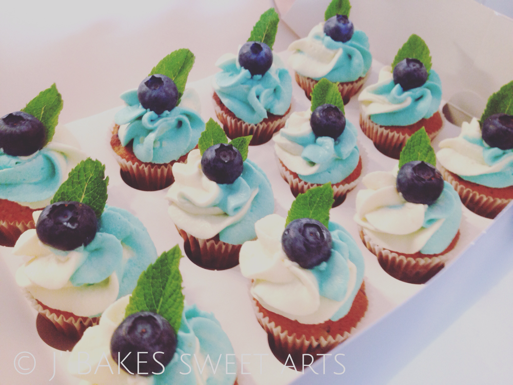 Blaubeer-Mini-Cupcake // Blue berry-mini-cupcake