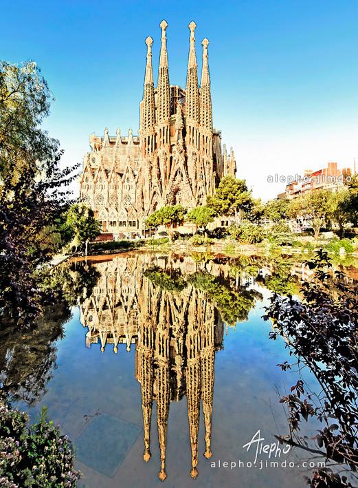 La Sagrada Familia de Antoni Gaudi. Barcelona
