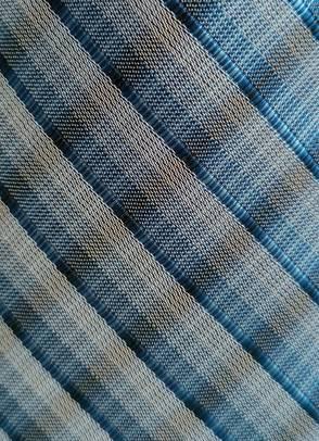 kinderkrawatte-blau-grau-teilansicht