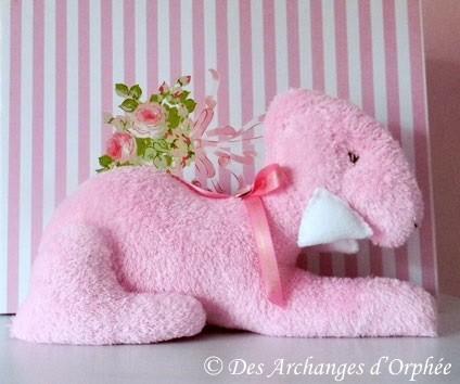 Bedlington couché moyen couleur rose