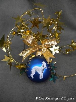 Boule en verre bleu et or avec peinture Bedlington.