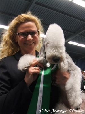 Olga avec sa rosette de Meilleure de race.