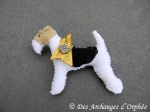 Broche Fox terrier. Dim: 7x7cm.