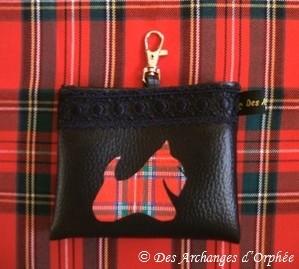 Pochette friandises. Passant ceinture + mousqueton d'attache.