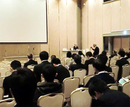 第89回細菌学会で質問に答える松本先生