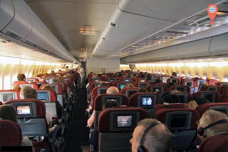 747 Qantas Economy Class