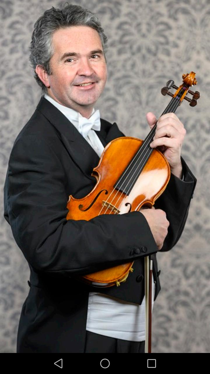 Violas: Dominik Trávníček