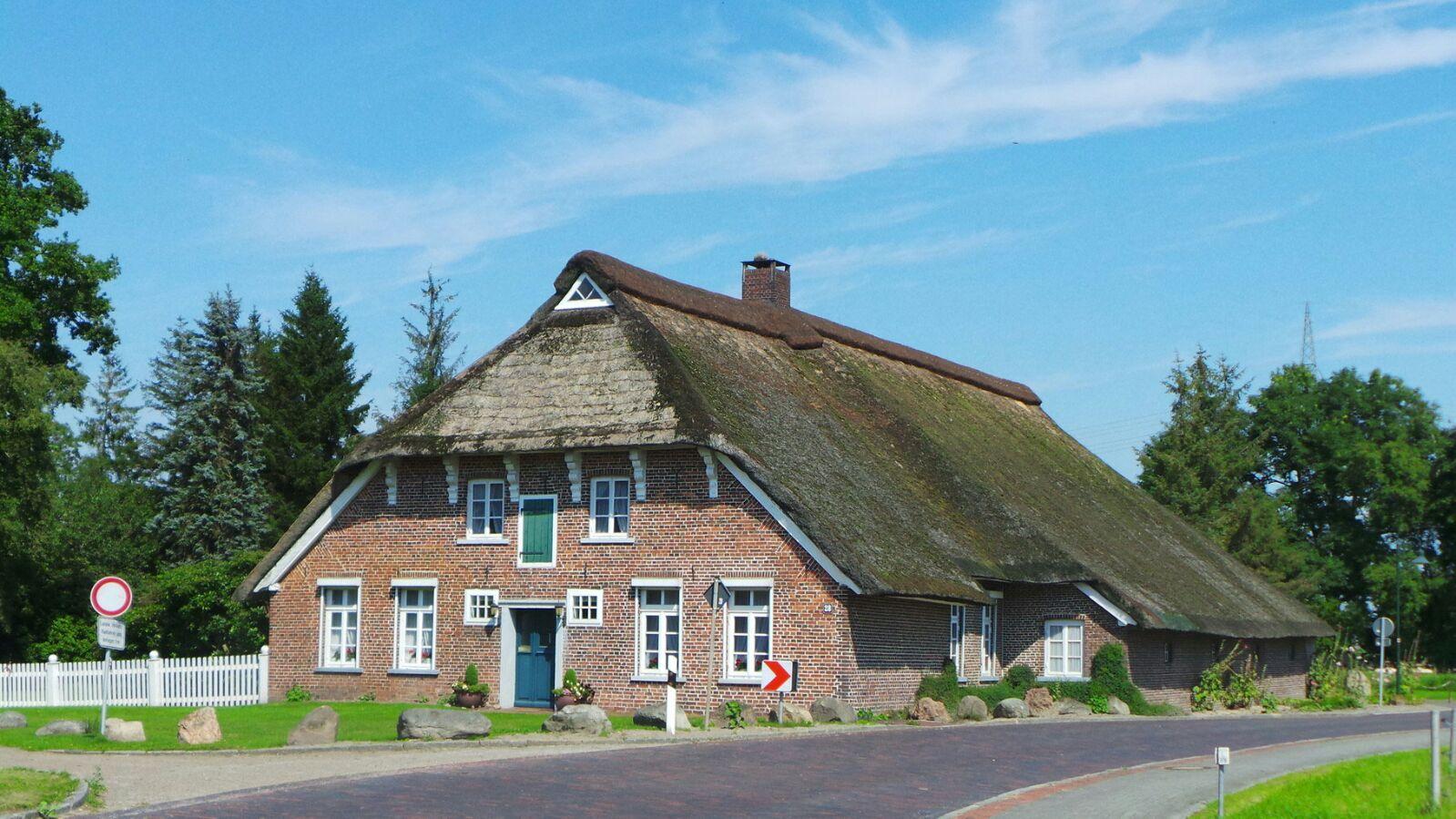 Das Hankenhaus eines von 17 Reetdachhäusern in Steinhausen.