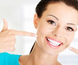 Strahlend schöne helle Zähne: Schonendes Bleaching mit ZOOM!