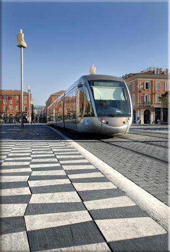 """La Place Masséna + Tram"" par Franck Follet"