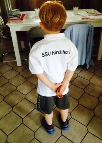 Jesco mit Mannschaftstshirt Rückseite