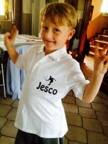 Jesco mit Mannschaftstshirt