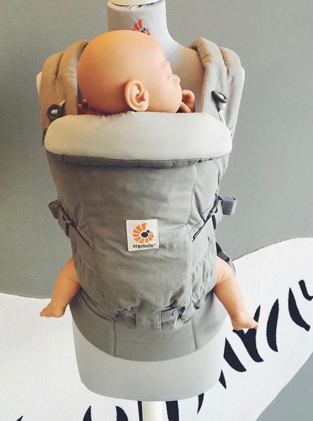 die neue trage von ergobaby baby elternbegleitung stillberatung in hamburg. Black Bedroom Furniture Sets. Home Design Ideas