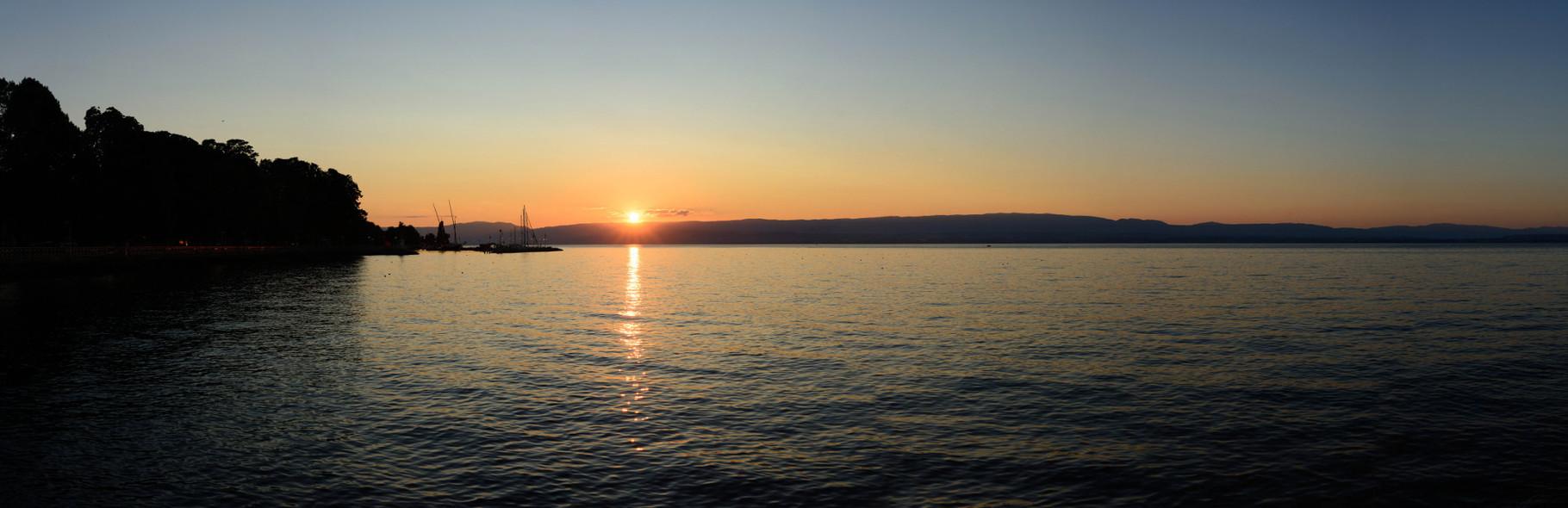 Couché de soleil sur le Lac Léman, Evian. 120°, 7 photographies.