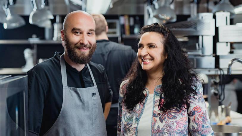 Der Sternekoch Mitja Birlo (Restaurant Silver, Vals) kochte bei dem Projekt «Recipes rewritten» für Memory Gort aus Cazis.