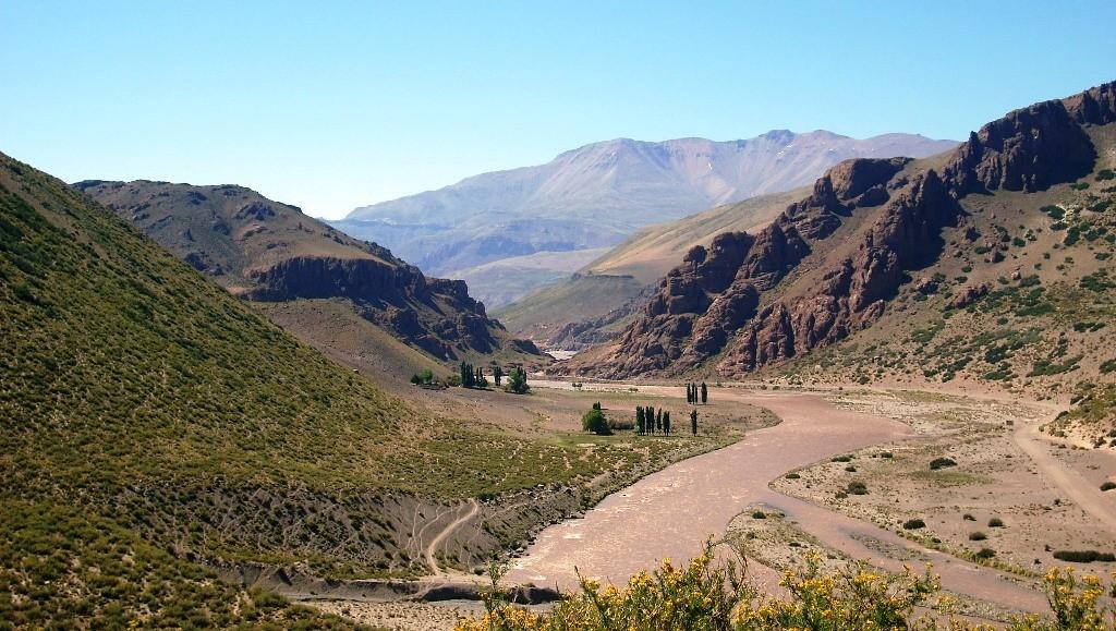 Cierre visto desde aguas arriba del Río Grande, Mendoza