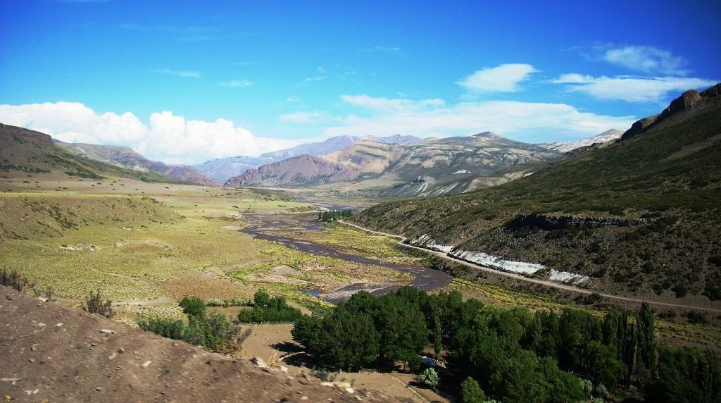 Cierre visto desde aguas arriba desde Río Chico, Mendoza