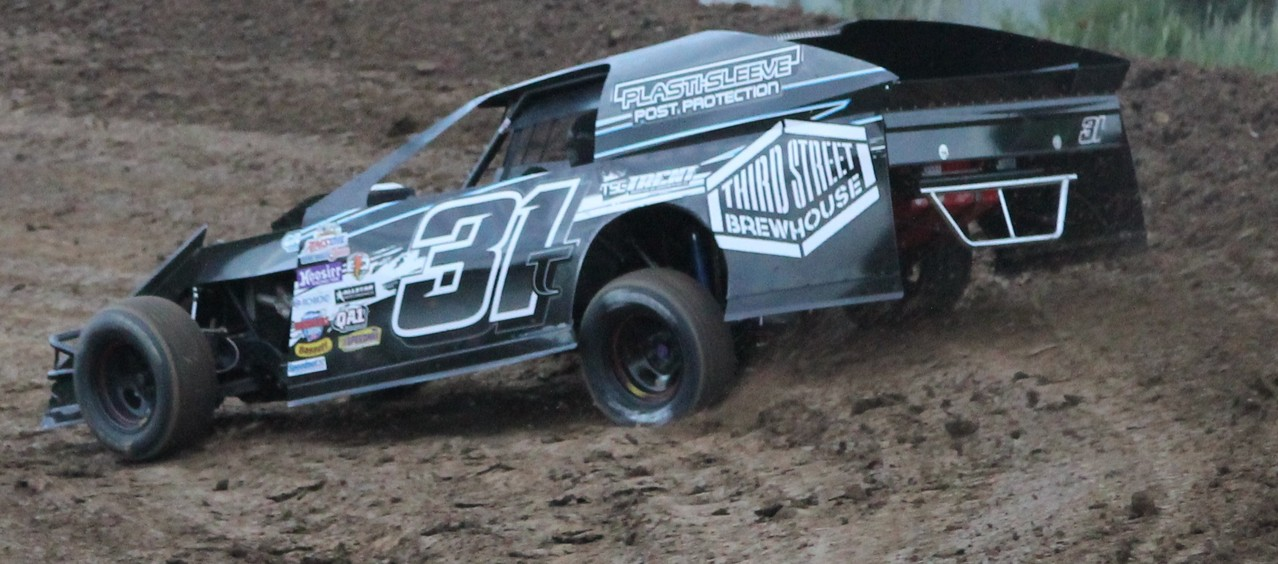 Plasti-Sleeve is proud to sponsor Trent Follmer in the 31T Evenson Dirt Modified. Residing in Princeton, MN., Trent is an accomplished and big time race winning driver of both Late Models and Modifieds.