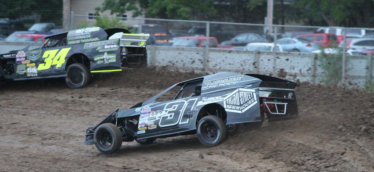 Trent Follmer diggin' in at Princeton Speedway.