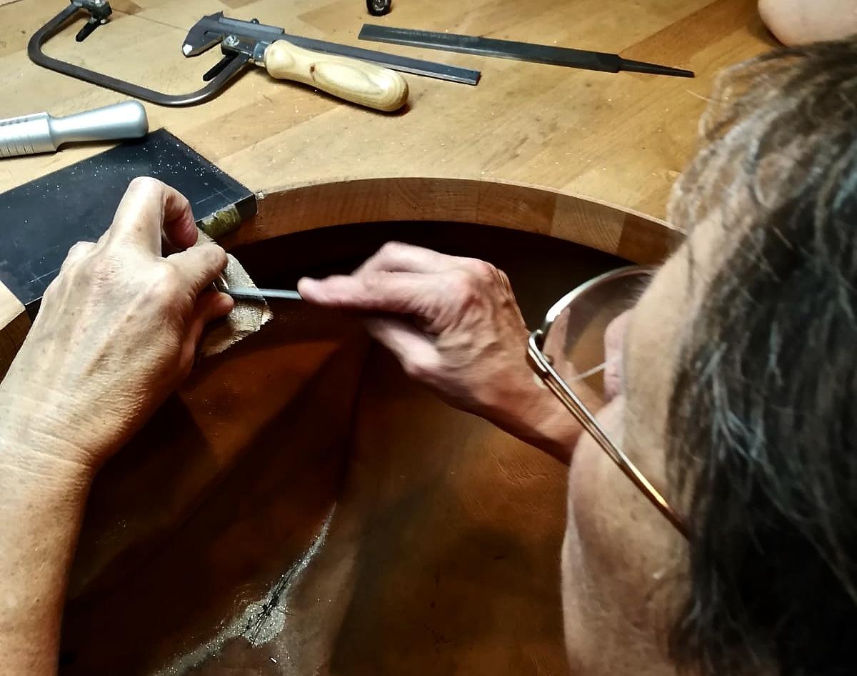 ...die Innenform auszufeilen, so wird der Ring angenehm Tragbar gemacht...