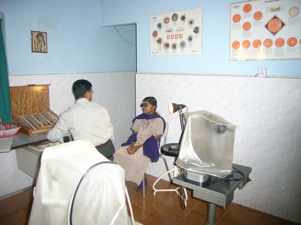 Augenarzt bei der Arbeit
