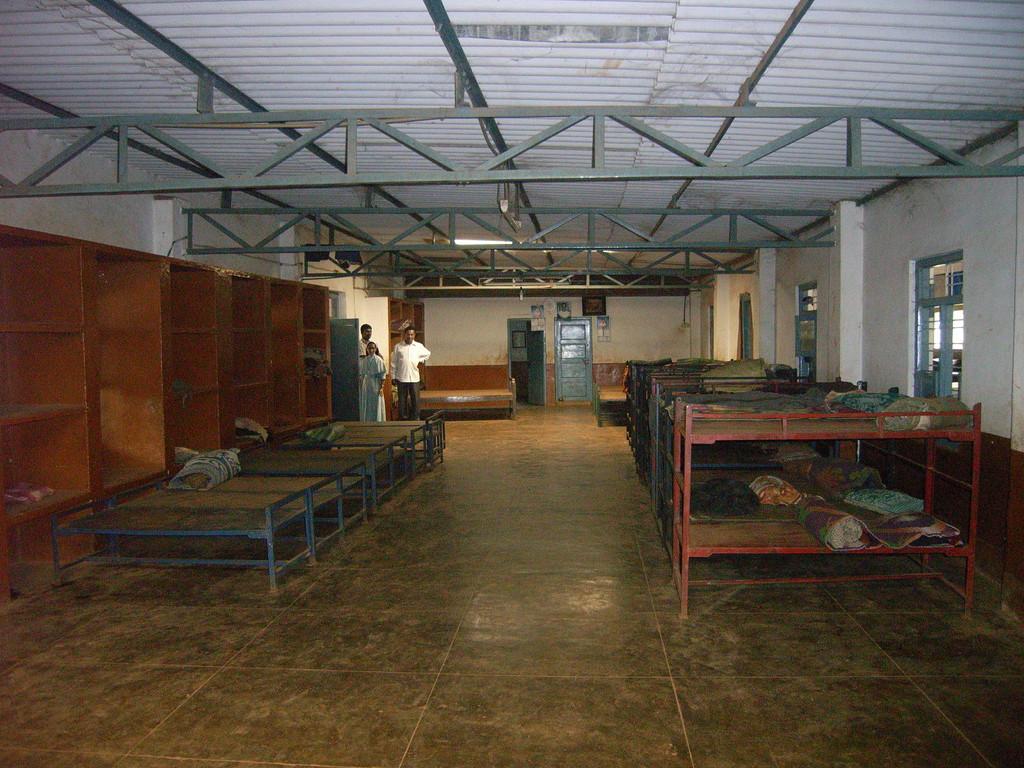 Durch Spenden finanzierte Betten, sind schon ein hygienischer Fortschritt.