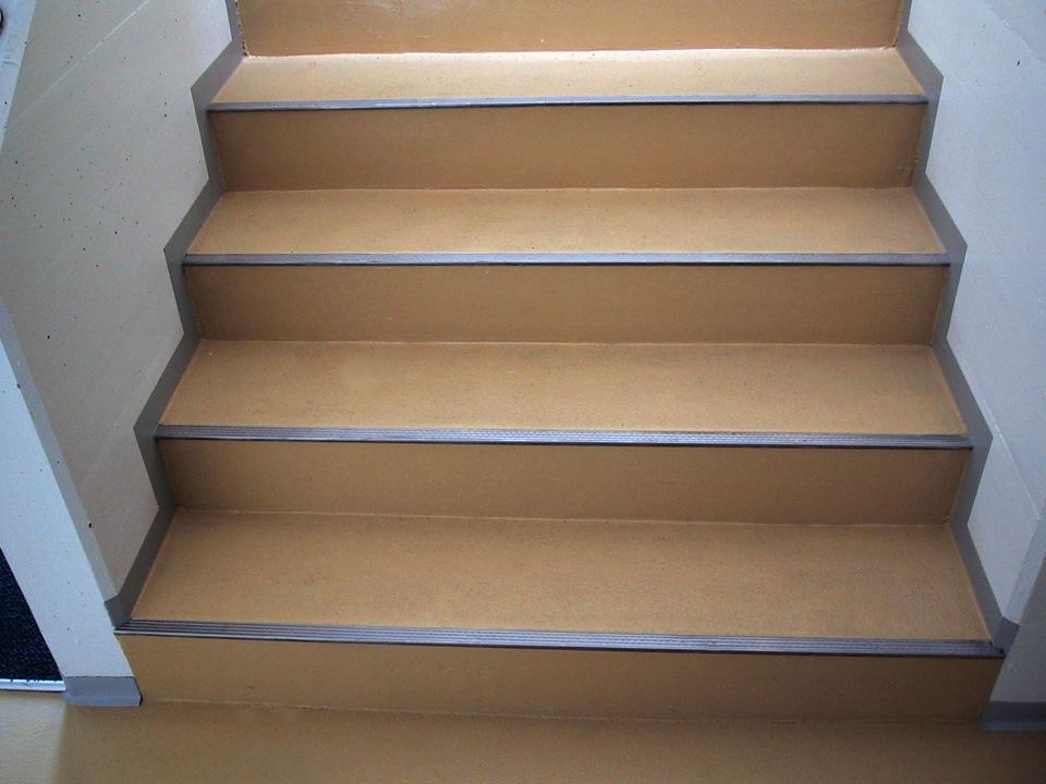 EUBOFLOOR Einstreubelag auf Treppen inkl. Kantenschutzprofilen