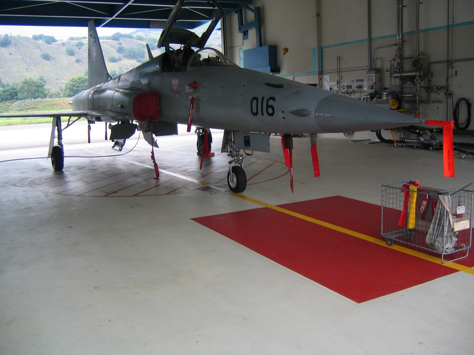 EUBOFLOOR Kunstharz-Einstreubelag (Hangar Luftwaffe)