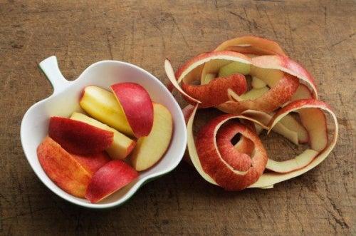 Perder peso con cáscaras de manzana