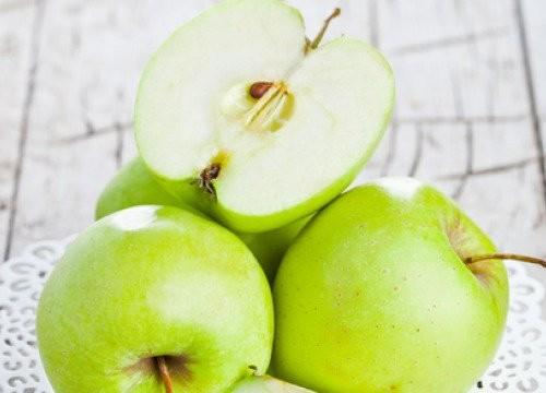 Los increíbles beneficios de consumir una manzana verde al día