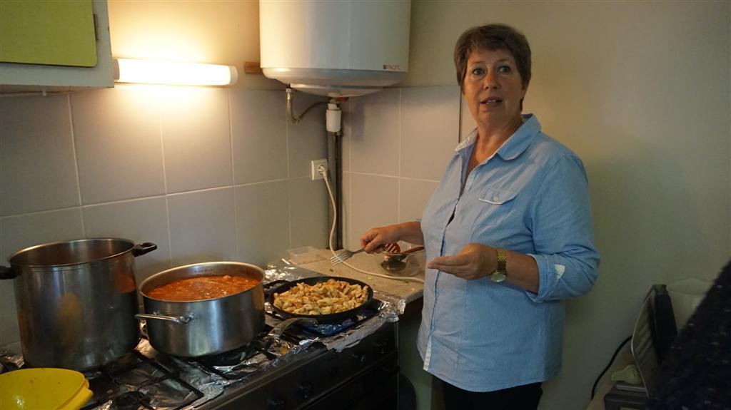 Muriel, cuisinière bénévole (Photo Bertrand Mathieu)