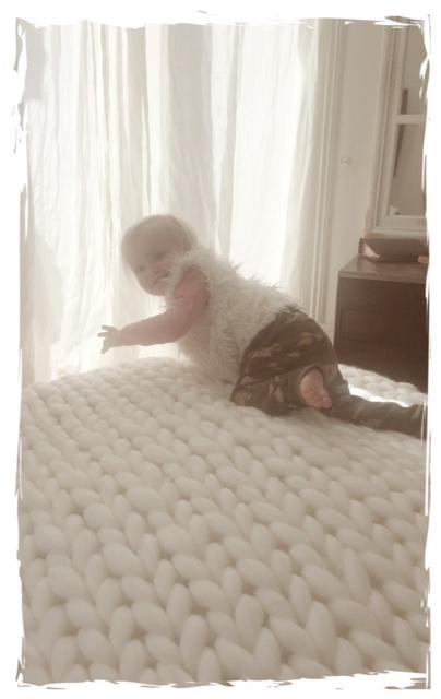 decke strickmanufaktur wiesbaden grobstrick aus merinowolle. Black Bedroom Furniture Sets. Home Design Ideas