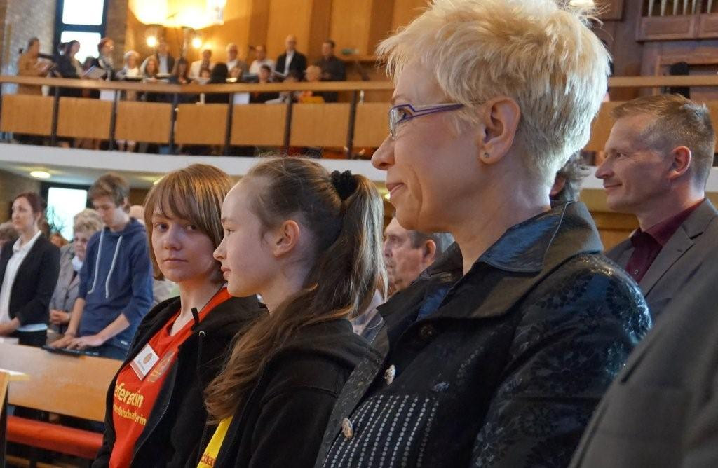 Landtagspräsidentin S. Bretschneider zusammen mit dem Botschafterteam