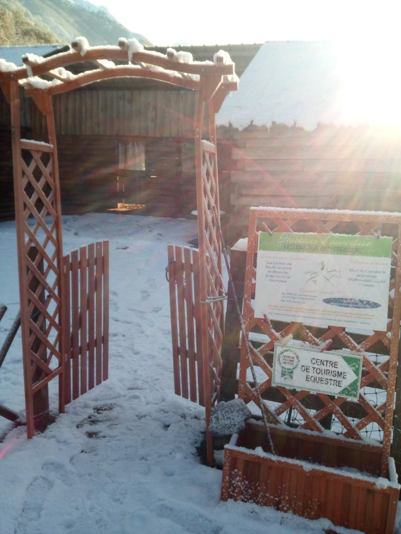 Travaux annexes : mise en place d'une clôture d'enceinte provisoire