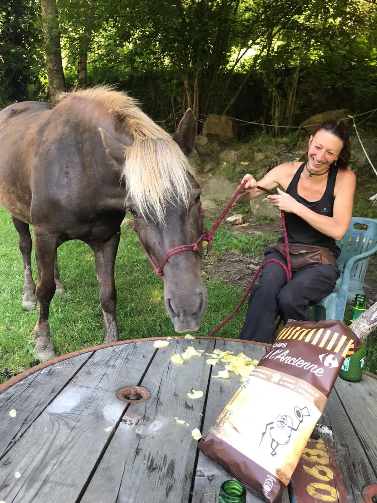 ANAIS, accompagnatrice des balades (ATE), soigneuse et éducatrice des poneys et chevaux (méthode Parelli)