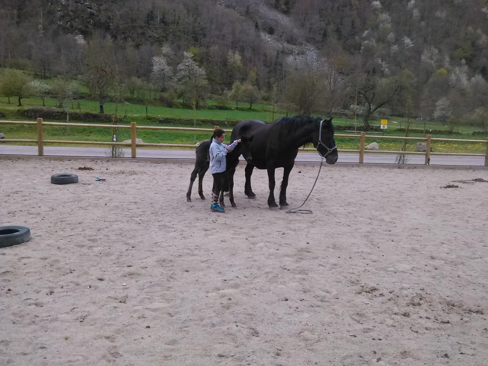 Calin entre Emilie, 10 ans, et Ferreiro, un mois....